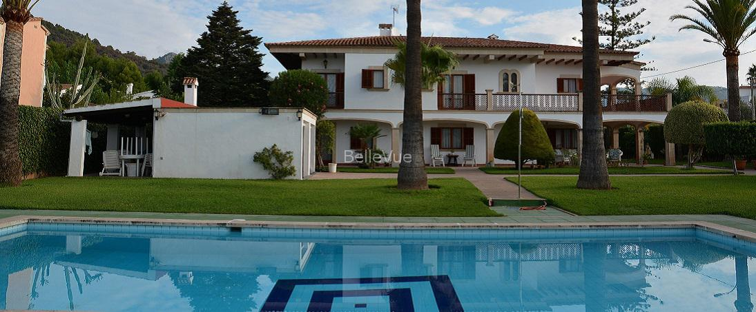 Stunning villa with pool and tennis court in Palmanyola, just 10 km to Palma