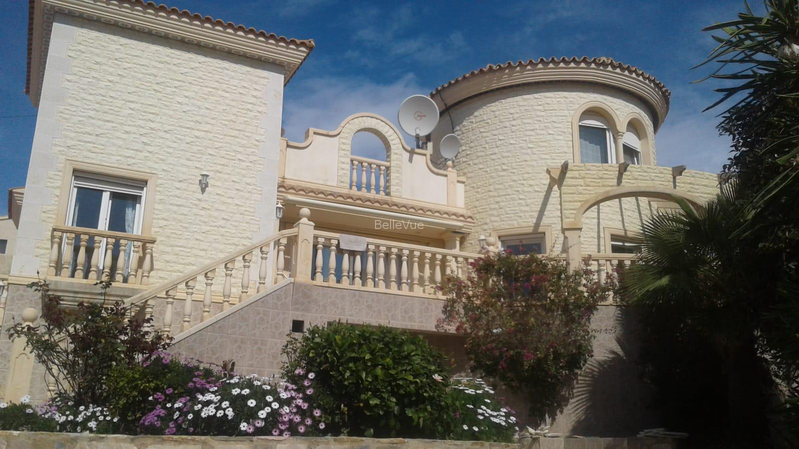 Majestic villa with panoramic views, pool and guest house in San Vicente.